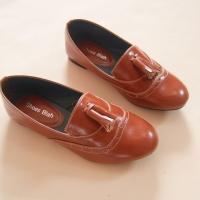 รองเท้าคัตชูประดับพู่ สีน้ำตาล