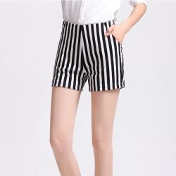 Shorts484 กางเกงแฟชั่นเกาหลี กางเกงขาสั้นลายริ้วสีขาวกรม ผ้าฮานาโกะเนื้อหนาสวยมีน้ำหนักทิ้งตัวไม่ยับง่าย ซิปข้าง กระเป๋าข้าง งานดีแมทช์กับเสื้อสไตล์ไหนก็น่ารักจ้า