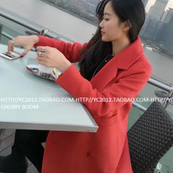 เสื้อโค้ทกันหนาว สีแดง ทรงโคล่ง แต่งกระดุม ผ้าวูลผสมสักกะหลาดเนื้อนุ่ม บุซับในกันลมอย่างดี พร้อมส่ง Overcoat