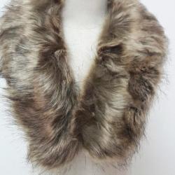 ขนเฟอร์ fur สีน้ำตาล ขนนุ่มลื่น ใช้ติดเสื้อหนาว หรือใช้พันคอเพิ่มความเก๋ มิกได้กับทุกชุด มาพร้อมกระดุมใส