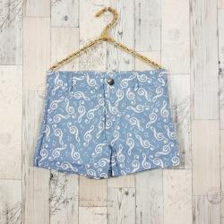 Shorts294 กางเกงขาสั้นซิปหน้า ผ้ายีนส์นิ่มลายตัวโน้ตโทนสีขาวฟ้ายีนส์ งานน่ารัก แมทช์กับเสื้อได้หลายแบบ