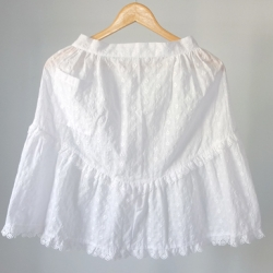 ผ้ากันเปื้อนลูกไม้สีขาว