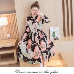 Dress4160 Maxi Dress แม็กซี่เดรสยาวคอปกเชิ้ต กระดุมผ่าหน้า แขนยาวกระดุมข้อมือ มีซับใน ผ้าชีฟองเนื้อดีนุ่มเกรดพรีเมียมลายดอกไม้โทนชมพูพื้นสีดำ ผ้าดีมีน้ำหนักทิ้งตัว งานดีใส่สวย
