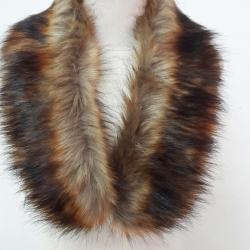 ขนเฟอร์ fur สีน้ำตาลเข้มแซมดำ ขนยาวนุ่ม ใช้ติดเสื้อหนาว หรือใช้พันคอเพิ่มความเก๋ มิกได้กับทุกชุด มาพร้อมกระดุมใส