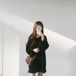 เสื้อไหมพรมตัวโคล่ง คอวี Sweater สีดำ ยืดได้เยอะ ผ้าเนื้อนุ่ม ใส่เดี่ยวๆ หวานๆ น่ารักมากค่าาา ><