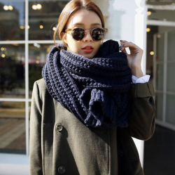 ผ้าพันคอ ไหมพรม เกาหลี สีกรมท่า ลายถักใหญ่ มิกกับชุดไหนก็สวย พร้อมส่ง
