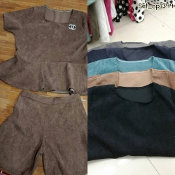 Set_bp1399 ชุดเซ็ท 2 ชิ้น(เสื้อ+กางเกง)แยกชิ้น เสื้อแขนสั้นชายระบาย+กางเกงขาสั้นเอวสม็อคหลังยืดขยายได้เยอะ งานผ้าลูกฟูกเนื้อดีสีพื้นสวยๆ กำลังฮิตนะจ้า เนื้อผ้ากำลังดีไม่หนาจนเกินไป ใส่สวย ใส่ง่าย ใส่ได้บ่อย **งานเหลือ 4 สี ดำ เขียว กรม เท