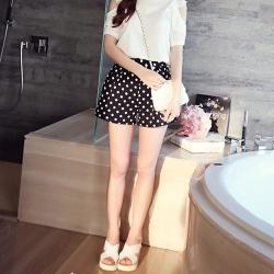 Shorts476 กางเกงแฟชั่นเกาหลี กางเกงขาสั้นลายจุดพื้นสีดำ ผ้าฮานาโกะเนื้อหนาสวยมีน้ำหนักทิ้งตัวไม่ยับง่าย ซิปข้าง กระเป๋าข้าง งานดีแมทช์กับเสื้อสไตล์ไหนก็น่ารักจ้า
