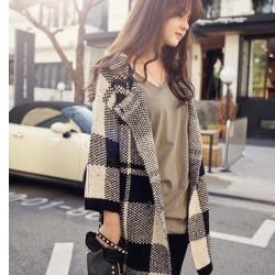 เสื้อกันหนาว ผ้าทอลายตาราง ตัวโคล่ง ทรงสวย สีครีมดำ งานดีสวยเหมือนแบบ พร้อมส่งเลยจ้า
