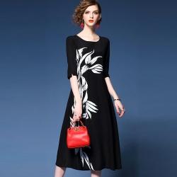 Dress4154 แม็กซี่เดรสยาวทรงปล่อยแขนศอกสีพื้นดำพิมพ์ลายดอกไม้ ซิปหลังใส่ง่าย มีซับในอย่างดีทั้งชุด ผ้าชีฟองทึบแสงเกรดพรีเมียมเนื้อดีมีน้ำหนักทิ้งตัวสวย งานดีดูสวยแพงผ้าดีเหมือนราคาหลักพัน ดีเทลดีงามใส่สวยปลื้มสุด มีติดตู้ไว้ใส่ได้เรื่อยๆ