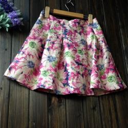 Skirt329 กระโปรงบานซิปหลังผ้าอัดลายดอกไม้โทนสีชมพู มีซับในอย่างดี ผ้าเนื้อดีหนาสวยดูแพง งานดีแมทช์กับเสื้อทรงไหนก็ดูดี