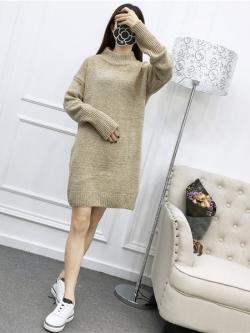 Sweater สีครีม เสื้อไหมพรมถักยาว 27.5 นิ้ว ใส่ตัวเดียวเป็นมินิเดรสได้เลย เก๋ๆ ไหมพรมนุ่มยืดได้เยอะ