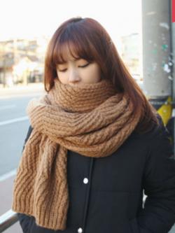ผ้าพันคอ ไหมพรม เกาหลี สีน้ำตาล มิกกับชุดไหนก็สวย พร้อมส่ง
