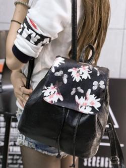 กระเป๋าเป้ หนังสีดำ ด้านนอกแต่งลายดอก ด้านในเป็นหูรูด หยิบของง่าย ใส่ของได้เยอะ