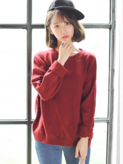 Sweater เสื้อสเวทเตอร์แขนยาว สีแดงเลือดหมู ทรงสวย จะใส่เดี่ยวไหรือใส่โค้ทคลุมก็เริ่ด