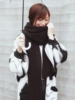 สีดำ ผ้าพันคอไหมพรม เกาหลี เนื้อนุ่มมาก สาวๆที่กลัวคันรุ่นนี้เลยจ้า เนื้อดีค่ะ