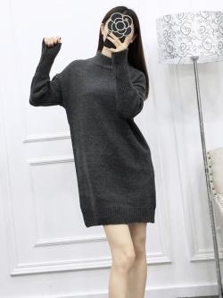 Sweater สีเทาเข้ม เสื้อไหมพรมถักยาว 27.5 นิ้ว ใส่ตัวเดียวเป็นมินิเดรสได้เลย เก๋ๆ ไหมพรมนุ่มยืดได้เยอะ