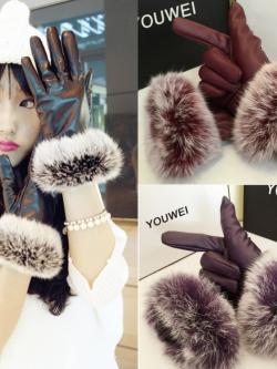 ถุงมือหนังแต่งขนเฟอร์นุมนิ่มฟูรอบข้อมือ ด้านในบุขนสั้นอุ่นนน ถ่ายจากสินค้าจริง
