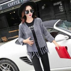 blouse3451 งานนำเข้าสไตล์เกาหลี เสื้อคลุมไหมพรมเนื้อหนานุ่ม ชายแต่งพู่เก๋ๆ โทนสีเทากรม กันหนาว/กันแดดตัวเดียวจบ ขนาด Free Size