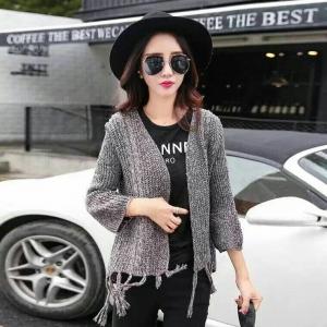 blouse3452 งานนำเข้าสไตล์เกาหลี เสื้อคลุมไหมพรมเนื้อหนานุ่ม ชายแต่งพู่เก๋ๆ โทนสีเทาดำ กันหนาว/กันแดดตัวเดียวจบ ขนาด Free Size