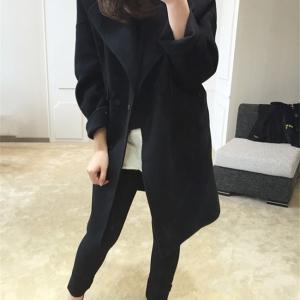 สีดำ : เสื้อโค้ทกันหนาว ทรงสวย ผ้ากำมะหยี่ผสมสักกะหลาด เนื้อเบา ไม่หนา ทรงไม่เข็งค่ะ บุซับในกันลม พร้อมส่งจ้า