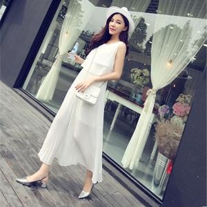 Dress3830 Maxi Dress ชุดเดรสยาวสีพื้นขาว เอวสม็อค แขนกุด ช่วงกระโปรงอัดพลีท ผ้าชีฟองเนื้อดีทิ้งตัวพริ้วสวย มีซับในทั้งชุด งานสวยใส่เก๋ๆ ได้บ่อย