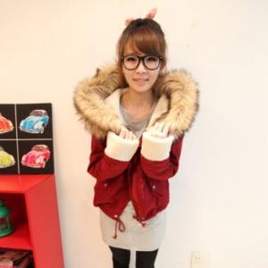 เสื้อกันหนาวฮู้ดดี้ แต่งขนเฟลอรอบฮู้ด น่ารัก ผ้านิ่มมากๆ หนา บุซับในขนแกะกันหนาวได้ดีเลยค่ะ พร้อมส่ง สีแดง