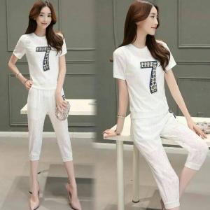 Set_bt1358 งานนำเข้าแบรนด์เกาหลีแนวสปอร์ต ชุด 2 ชิ้น(เสื้อ+กางเกง)แยกชิ้น เสื้อเอวจัมพ์ประดับมุกและเพชรงานดี+กางเกงขายาวสี่ส่วนเอวยืด ผ้าลูกไม้เนื้อดีหนานุ่มยืดได้เยอะ สีขาว ผ้าสวยแบบน่ารักมาก