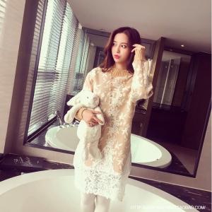 Dress3753 งานนำเข้าแบรนด์เกาหลี Sweater Dress ชุดเดรสแขนยาวผ้าไหมพรมถักนิดติ้งชายลูกไม้ สีครีม