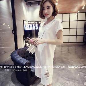 เดรส/เสื้อตัวยาว สีขาว ทรงเสื้อยืด แต่งขาดๆ แนวๆ พร้อมส่ง