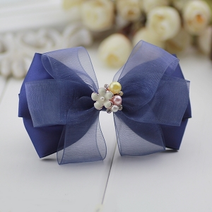 กิ๊บติดผมโบว์สีน้ำเงินแต่งมุกและดอกไม้สีขาว