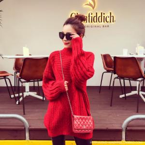 เสื้อไหมพรมตัวโคล่ง Sweater สีแดง คอตั้ง ยืดได้เยอะ จะใส่เดี่ยวไหรือใส่โค้ทคลุมก็สวยจ้า