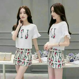 Set_bp1379 งานนำเข้าสไตล์เกาหลี ชุดเซ็ท 2 ชิ้น(เสื้อ+กางเกง)แยกชิ้น เสื้อสีขาวแขนระบายซิปหลัง+กางเกงขาสั้นซิปหลังกระเป๋าข้างมีซับใน ผ้าเนื้อดีลายแก้วไวน์พื้นสีครีม