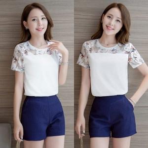 Set_bp1344 งานนำเข้าสไตล์เกาหลี ชุด 2 ชิ้น(เสื้อ+กางเกง)แยกชิ้น เสื้อสีขาวอกแต่งผ้าตาข่ายนิ่มลายดอกไม้+กางเกงขาสั้นซิปหลังผ้าหนาสวยเนื้อดีสีกรมท่า แบบสวยใส่ง่ายน่ารักมาก
