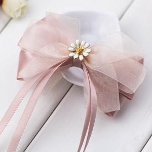 กิ๊บติดผมโบว์สีชมพูอ่อนแต่งดอกไม้สีขาว