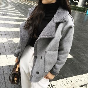 เสื้อกันหนาว สีเทาเข้ม เนื้อผ้าคล้ายๆหนังกลับ+กำมะหยี่ แต่งขนแกะด้านใน ดูดี อุ่นนนน แบบเก๋สุดๆ พร้อมส่ง