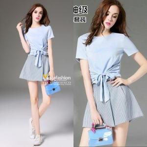 Set_bp1333 งานนำเข้าสไตล์เกาหลี ชุด 2 ชิ้น(เสื้อ+กางเกง)แยกชิ้น เสื้อผูกโบว์เอวสีฟ้า+กางเกงขาสั้นซิปข้างผ้าสกินนี่ลายริ้วสีขาวกรมยืดได้