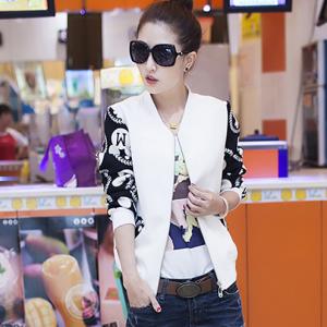 blouse3462 งานนำเข้าสไตล์เกาหลี เสื้อแจ็กเก็ตสีขาวแขนยาวสีดำลายสุดเท่ ซิปหน้า เอวจัมพ์ ผ้าเนื้อโฟมหนานิ่มสวยมีน้ำหนัก