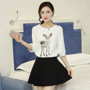 Set_bs1302 งานนำเข้าแบรนด์เกาหลี ชุด 2 ชิ้น(เสื้อ+กระโปรง)แยกชิ้น เสื้อแขนสามส่วนปักเลื่อมรูปกวางผ้าหนาเนื้อดีสีขาว+กระโปรงบานเอวสม็อคผ้าหนามีน้ำหนักสีดำมีซับใน