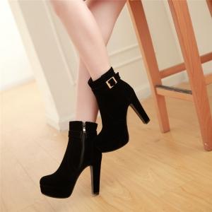 Boots รองเท้าบูท หนังกำมะหยี่สีดำ ด้านในเป็นขนสั้นนุ่มๆ งานดีเหมือนแบบค่ะ