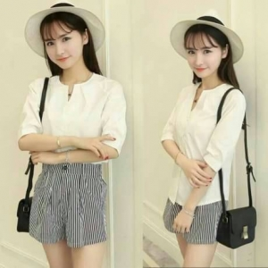 Set_bp1366 งานนำเข้าสไตล์เกาหลี ชุด 2 ชิ้น(เสื้อ+กางเกง)แยกชิ้น เสื้อแขนยาวผ้าคอตตอนสีขาว+กางเกงขาสั้นมีกระเป๋าข้างผ้าสกินนี่ลายริ้วสีขาวดำ