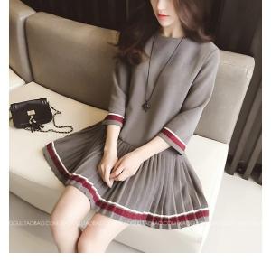 Dress4084 เดรสแขนยาวทรงสวยสีพื้นเทา แต่งแถบสีขาวแดง กระโปรงจับจีบรอบ มีซิปหลังใส่ง่าย งานดีมีซับในทั้งชุด ผ้าเนื้อดีมีน้ำหนักทิ้งตัว ผ้านุ่มใส่สบาย งานสวยใส่ง่ายน่ารักมาก