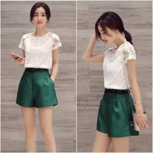 Set_bp1543 ชุด 2 ชิ้น(เสื้อ+กางเกง)แยกชิ้น เสื้อลูกไม้เนื้อนิ่มสีขาว+กางเกงขาสั้นซิปข้างสีพื้นเขียวผ้าเนื้อดีหนาสวย งานน่ารักใส่เก๋ๆ ได้บ่อย แยกใส่กับตัวอื่นก็สวยจ้า