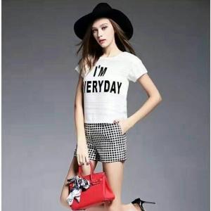 Set_bp1348 ชุด 2 ชิ้น(เสื้อ+กางเกง)แยกชิ้น เสื้อแขนสั้นสีขาวพิมพ์ลาย+กางเกงขาสั้นซิปหลังกระเป๋าข้างผ้าเนื้อดีลายตารางสีขาวดำ