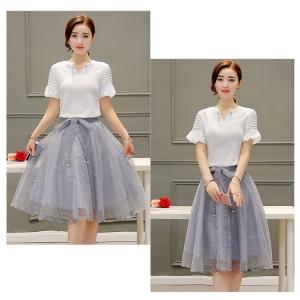 Set_bs1384 งานนำเข้าสไตล์เกาหลี ชุด 2 ชิ้น(เสื้อ+กระโปรง)แยกชิ้น เสื้อแขนระบายคอแต่งเข็มกลัดมุกสีขาว+กระโปรงผ้าไหมแก้ว Organza ลายดอกไม้สีเทาเอวสม็อคหลังมีซับในมีผ้าผูกเอว