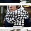 ผ้าพันคอกันหนาว ไหมพรม เกาหลี ลายตาราง ขาวดำ พร้อมส่ง thumbnail 2