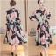Dress4160 Maxi Dress แม็กซี่เดรสยาวคอปกเชิ้ต กระดุมผ่าหน้า แขนยาวกระดุมข้อมือ มีซับใน ผ้าชีฟองเนื้อดีนุ่มเกรดพรีเมียมลายดอกไม้โทนชมพูพื้นสีดำ ผ้าดีมีน้ำหนักทิ้งตัว งานดีใส่สวย thumbnail 1