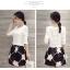 Set_bs1301 งานนำเข้าสไตล์เกาหลี ชุด 2 ชิ้น(เสื้อ+กระโปรง)แยกชิ้น เสื้อแขนยาวผ้าหนาเนื้อดีสีขาว+กระโปรงลายดอกไม้สีดำมีซับใน thumbnail 1