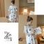 Dress3945 ชุดเดรสทรงปล่อยแขนระบายลายดอกไม้ฟ้าเทาพื้นสีขาว ผ้าคอตตอนลินินเนื้อดีมีน้ำหนักทิ้งตัวสวย งานเกรดพรีเมียมผ้าเนื้อดีไม่ยับง่าย งานสวยดูหรูดูแพง แนะนำเลยจ้า thumbnail 10