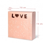 กล่องกระดาษ เคลือบเงาชิมเมอร์ ปั๊มลายนูนLOVE 20 ชิ้น 7.5*2 CM